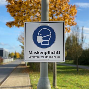 Hinweisschild Maskenpflicht