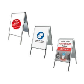 Kundenstopper mit verschiedenen Plakaten